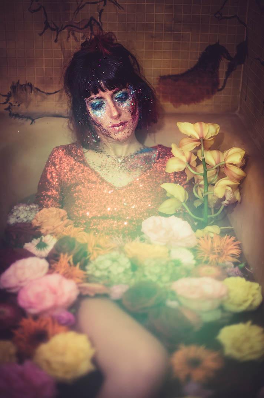 Laura's Arbeit mit Fotografin Saskia Widmer