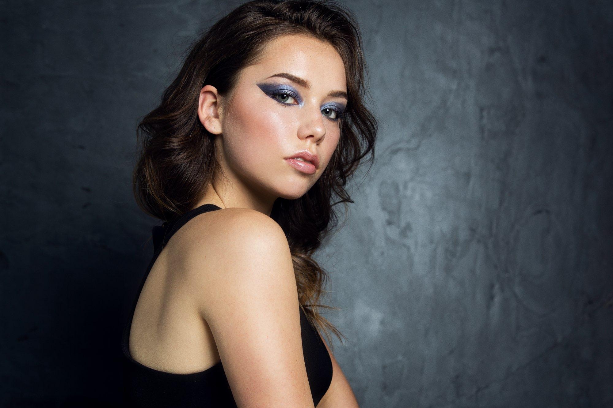 Bild zum Make up & Fashion Blog - dramatischer-cateyes-look--ID14541-1.jpeg?v=1588673787