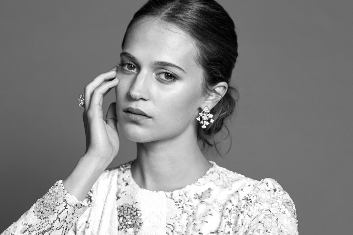 Hair, Nail, Make-up und Fashion styling portfolio / laura-moser - alicia-vikander-photo-by-sven-baenziger-at-zff-ID140-1.jpg?v=1589279688