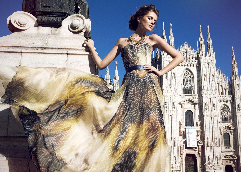 Hair, Nail, Make-up und Fashion styling portfolio / melanie-volkart - frau-mit-palast-im-hintergrund-ID548-1.jpeg?v=1585738180