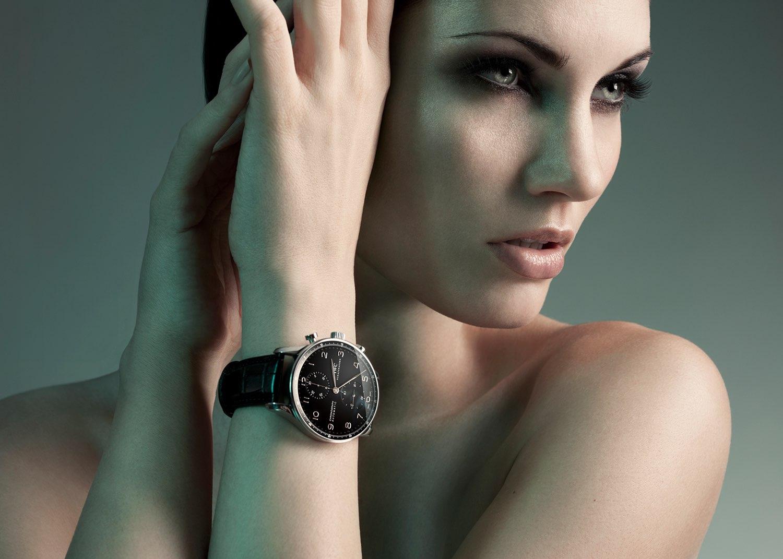 Hair, Nail, Make-up und Fashion styling portfolio / fabienne-pauli - glatte--dunkle-haare-mit-uhr-1-ID637-1.jpeg?v=1588064206