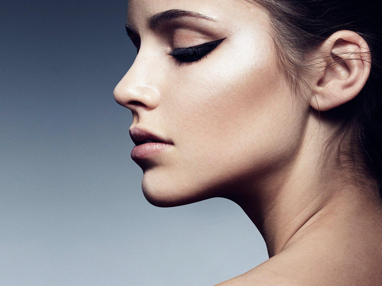 Hair, Nail, Make-up und Fashion styling portfolio / melanie-volkart - hair--makeup---nails-bild-von-der-seite-mit-eyeliner-ID233-1.jpeg?v=1586164572