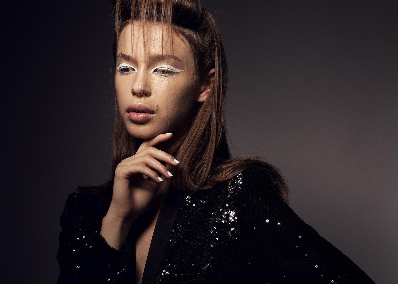 Hair, Nail, Make-up und Fashion styling portfolio / melanie-volkart - hair--makeup---nails-weisser-eyeliner-ID221-1.jpeg?v=1586185391