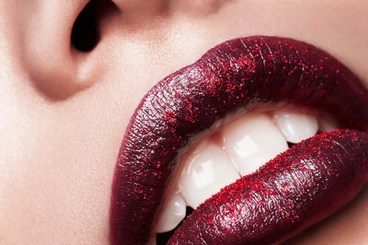 Hair, Nail, Make-up und Fashion styling portfolio / fabienne-pauli - lip-closeup-dark-red-mit-pigmente---fotograf-charles-elie-lathion--ID12-0.jpg?v=1585682704