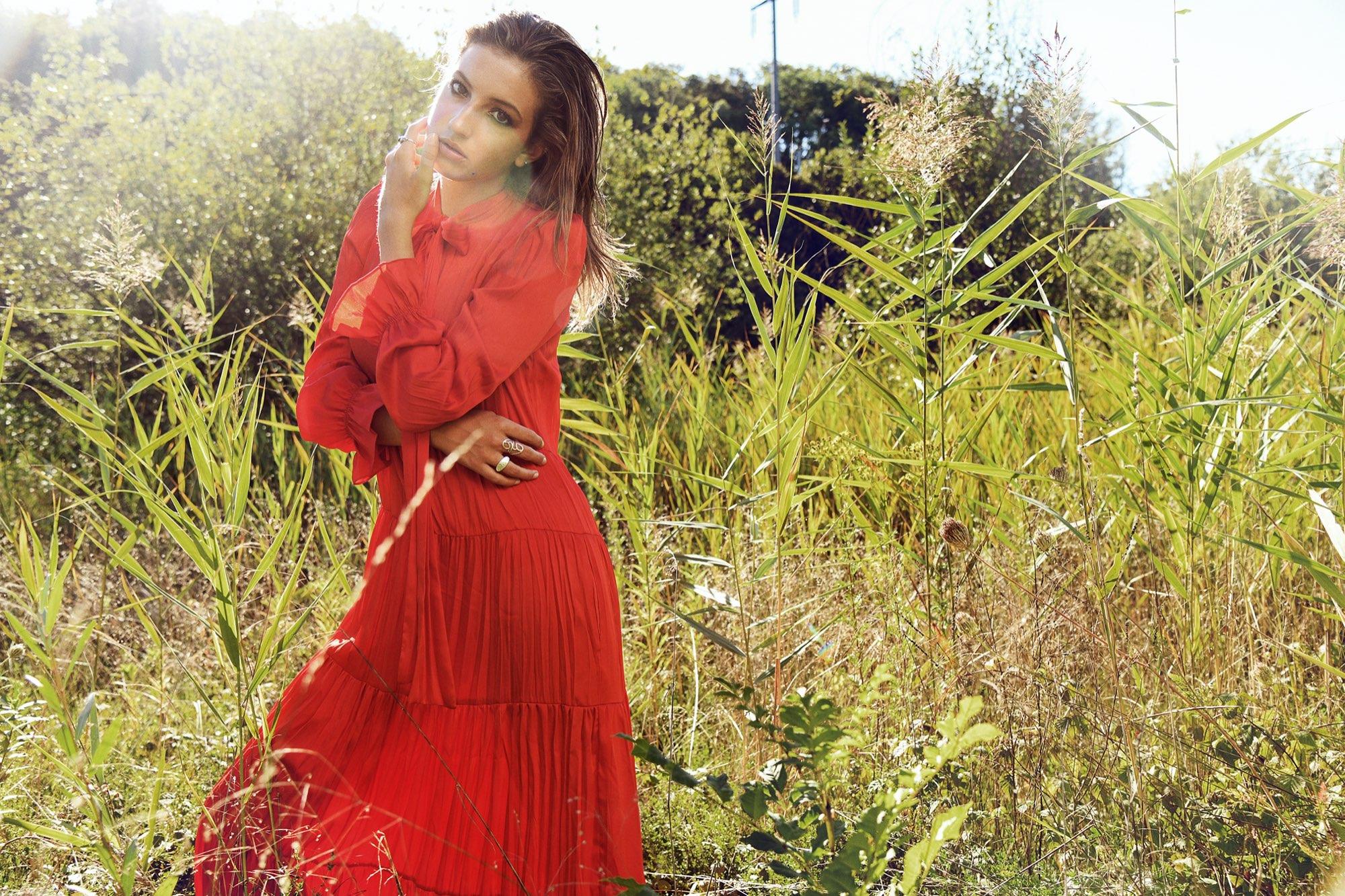 Hair, Nail, Make-up und Fashion styling portfolio / ilknur-gelme- - setcard-sarah-ID444-1.jpeg?v=1575379512